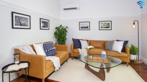 Enchanting Retreat: 2 bed, fenced, pet friendly holiday home, sleeps 4 in Kiama NSW