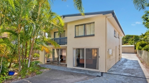 Heavenly Retreat 5 bed pet friendly holiday home, sleeps 8 in Caloundra QLD