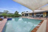 5 bed pet friendly holiday home, sleeps 10 in Bendolba NSW