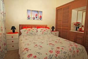 Older style, low cost 4 bed pet friendly holiday home, sleeps 7 in Swanhaven NSW