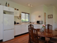 Picturesque 1 bed pet friendly holiday acreage, sleeps 2 in Lovedale NSW