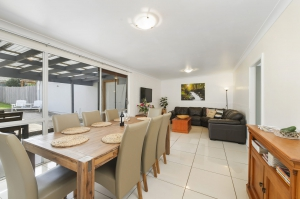 Comfortable 5 bed, fenced, pet friendly holiday home, sleeps 8 in Port Macquarie NSW