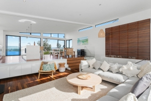 Blissful 5 bed, fenced, pet friendly holiday home, sleeps 13 in Mollymook NSW