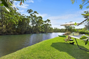 Comfortable 4 bed pet friendly holiday home, sleeps 6 in Lake Tabourie NSW