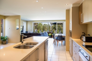 Outstanding 5 bed, fenced, pet friendly holiday apartment / townhouse / unit, sleeps 8 in Ulladulla NSW