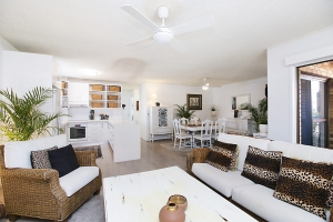 Picturesque 2 bed, fenced, pet friendly holiday unit, sleeps 5 in Bilinga QLD