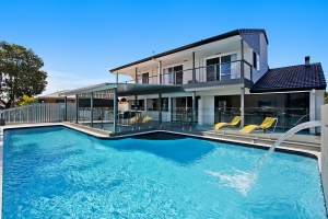 Delightful holiday home, 8 bed pet friendly holiday home, sleeps 14 in Palm Beach QLD