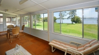 Picturesque 5 bed pet friendly holiday home, sleeps 6 in Tea Gardens NSW