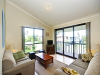 Idyllic 4 bed, fenced, pet friendly holiday home, sleeps 6 in Hawks Nest NSW