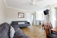 Magnificent 4 bed, fenced, pet friendly holiday home, sleeps 6 in Hawks Nest NSW