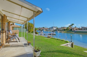 Waterfront 8 bed, fenced, pet friendly holiday home, sleeps 7 in Port Macquarie NSW
