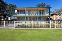 Renovated 6 bed, fenced, pet friendly holiday acreage, sleeps 9 in Hawks Nest NSW