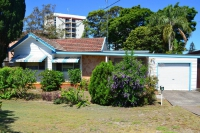 4 bed pet friendly holiday home, sleeps 8 in Tuncurry NSW
