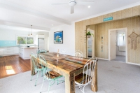 Wonderful 6 bed, fenced, pet friendly holiday home, sleeps 8 in Forster NSW