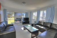 5 bed, fenced, pet friendly holiday home, sleeps 10 in Tuncurry NSW
