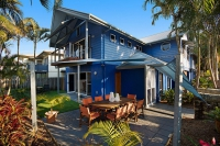 Enchanting 4 bed, fenced, pet friendly holiday home, sleeps 6 in Yamba NSW