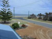 Blissful 4 bed, fenced, pet friendly holiday home, sleeps 7 in Coodanup Western Australia