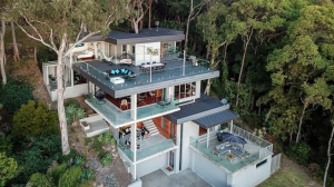Oustanding 4 bed pet friendly holiday home, sleeps 10 in Currumbin QLD