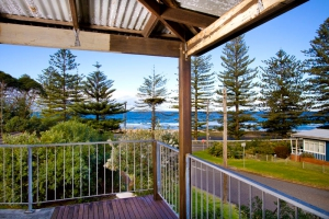 Budget 6 bed pet friendly holiday home, sleeps 10 in Coledale NSW