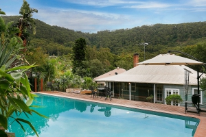 Magestic 5 bed, fenced, pet friendly holiday home, sleeps 10 in Stanwell Park NSW