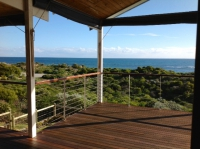 Magnificent 4 bed, fenced, pet friendly holiday home, sleeps 12 in Dawesville Western Australia