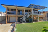 Fabulous 5 bed, fenced, pet friendly holiday home, sleeps 10 in South Yunderup Western Australia
