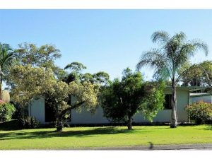 Enchanting 5 bed, fenced, pet friendly holiday home, sleeps 6 in Wooli NSW