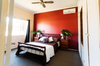 7 bed, fenced, pet friendly holiday home, sleeps 10 in Cessnock NSW