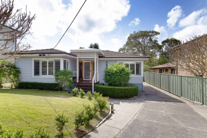 Fabulous 4 bed, fenced, pet friendly holiday home, sleeps 6 in Nelson Bay NSW