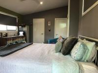 1 bed, fenced, pet friendly studio, sleeps 2 in Anna Bay NSW