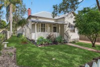 Heavenly 4 bed, fenced, pet friendly holiday home, sleeps 6 in South Toowoomba QLD