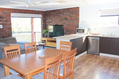 Waterfront 5 bed pet friendly holiday home, sleeps 9 in  WA