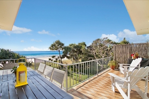 Substantial 6 bed pet friendly holiday unit, sleeps 10 in Tugun QLD