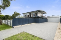 Conveniently positioned 5 bed, fenced, pet friendly holiday unit, sleeps 5 in DROMANA Vic