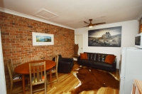 Time for some R & R: 1 bed, fenced, pet friendly holiday home, sleeps 2 in Yamba NSW