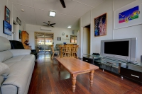 Comfortable 5 bed, fenced, pet friendly holiday home, sleeps 8 in Exmouth WA