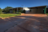 Cheap 4 bed, fenced, pet friendly holiday home, sleeps 6 in Exmouth WA