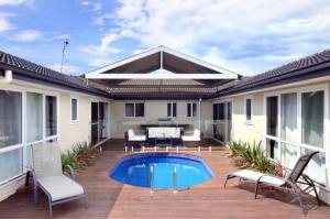 Poolside, Gerringong