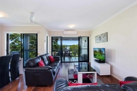 Recently renovated 3 bed pet friendly holiday apartment, sleeps 4 in Coolangatta QLD