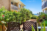 Beachfront 2 bed, fenced, pet friendly holiday home, sleeps 4 in Tugun QLD