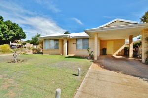 Idyllic Hideaway: 5 bed, fenced, sleeps 6 in Kalbarri WA