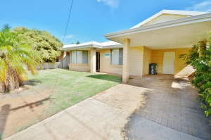 Enchanting Retreat: 4 bed, fenced, sleeps 6 in Kalbarri WA