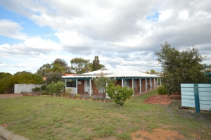Look no further: 5 bed, fenced, sleeps 11 in Kalbarri WA
