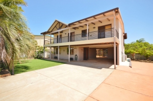 Blissful: 5 bed, fenced, sleeps 10 in Kalbarri WA