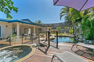 Heavenly Retreat: 5 bed, fenced, sleeps 10 in Trinity Beach QLD