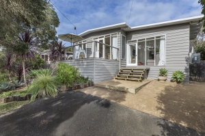 Your retreat for rest and relation: 4 bed, fenced, sleeps 7 in Blairgowrie VIC