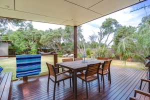 Relaxation awaits: 3 bed, fenced, sleeps 7 in Rye VIC